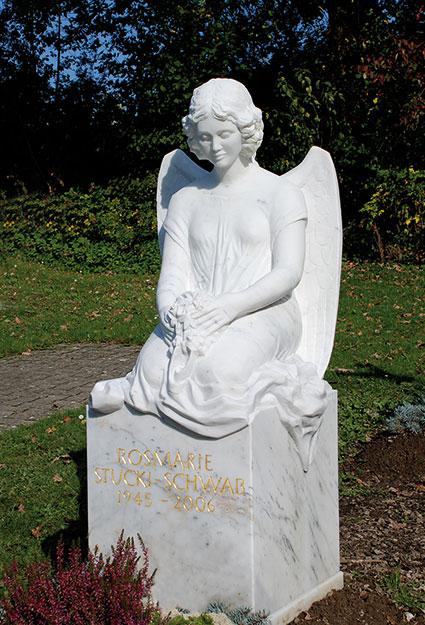 Grabstein-Skulptur Engel kniend mit Blumen