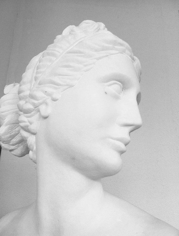 Büste Frauenkopf Marmor