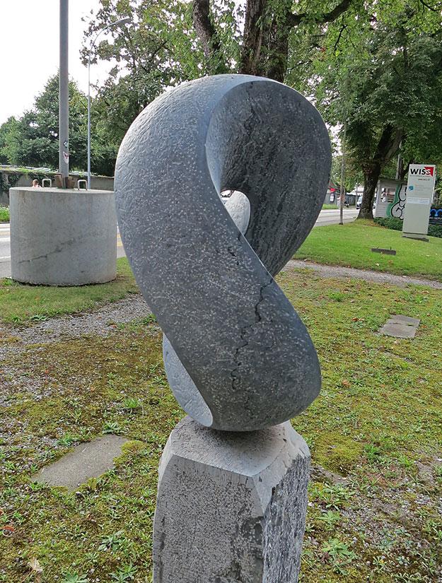 Grabstein Skulptur Schlaufe