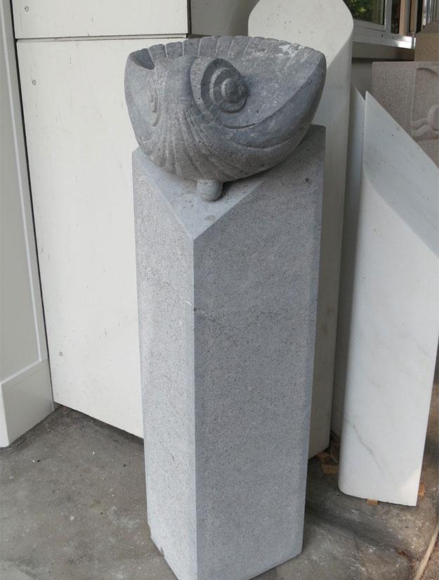 Stele mit Muschel