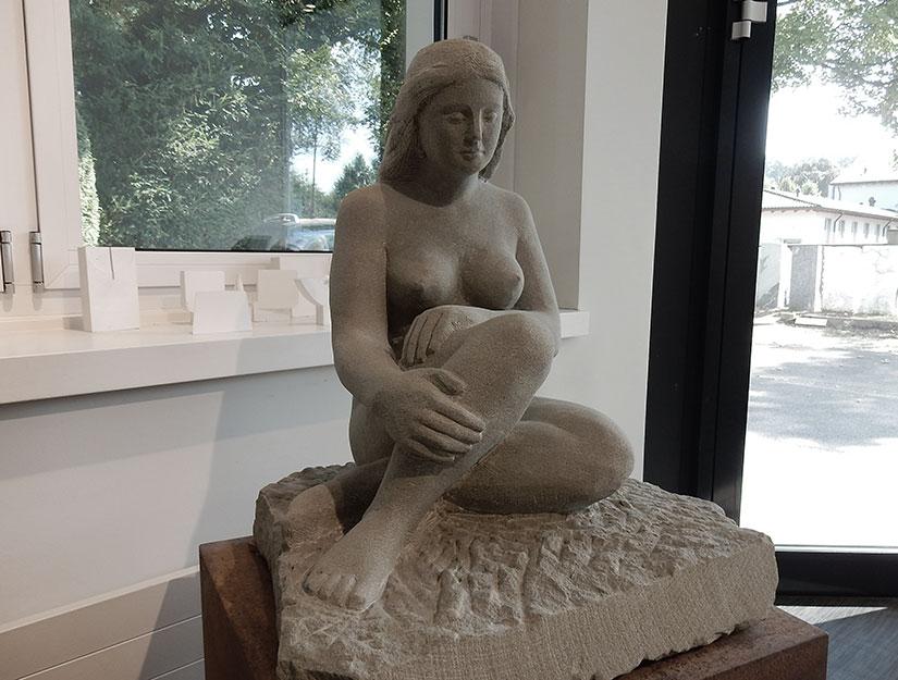 Frauen-Figur Sandstein